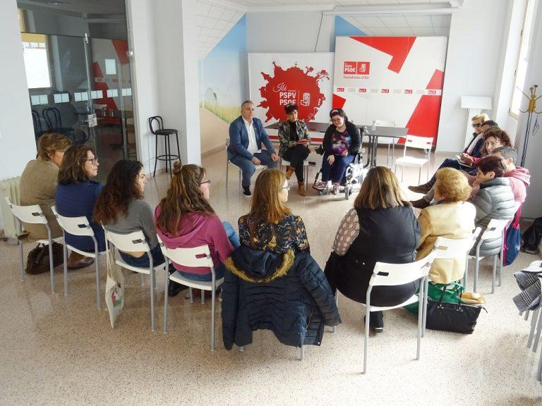 La Diputada Socialista en Les Corts, Laura Soler, visita Ibi para participar en una mesa de trabajo con las asociaciones de ámbito social